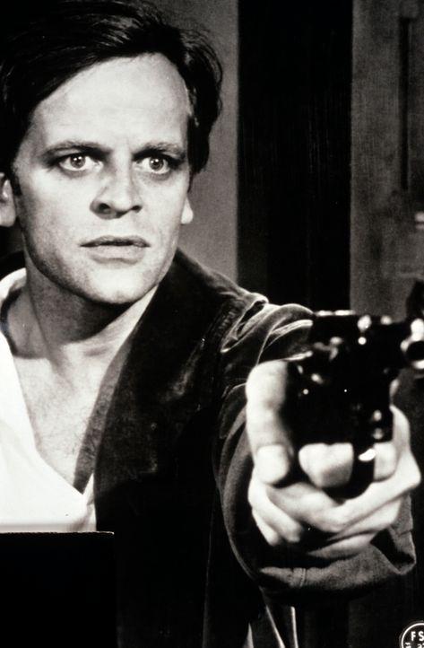 Auch er könnte das nächste Opfer sein - oder gar der Mörder?: Peter Ross (Klaus Kinski) ... - Bildquelle: Constantin Film