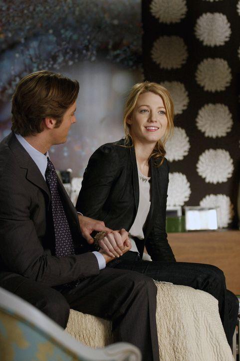 Während Nate mit allen Mitteln versucht, Blair aus dem Dunstkreis von Chuck fernzuhalten, wird Serenas (Blake Lively, r.) Verhältnis zu Gabriel (Arm... - Bildquelle: Warner Brothers
