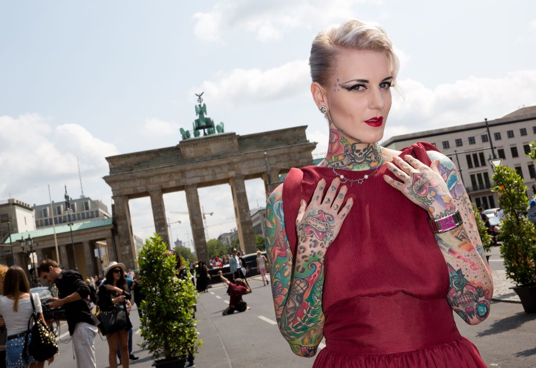Tattoo-Model-Lexy-Hell_dpa - Bildquelle: dpa