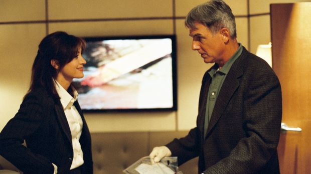 In seinem neuen Fall arbeitet Gibbs (Mark Harmon, r.) sehr eng mit Kate (Sash...