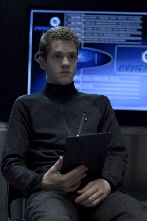 Bekommt eindeutige und tödliche Anweisungen: Spencer Chiswick alias die Sense (Robert Naylor) ... - Bildquelle: 2014 Sony Pictures Television Inc. All Rights Reserved.