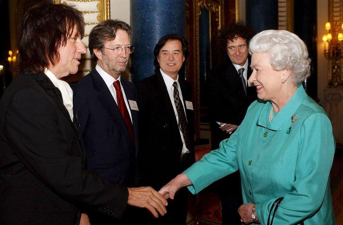 Queen-ElizabethII-Musiker-05-03-01-dpa - Bildquelle: dpa