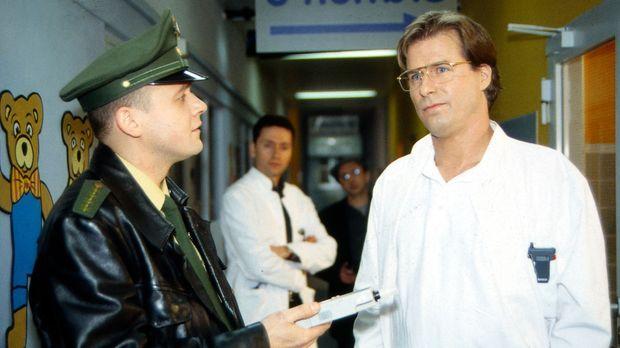 Hallo, Onkel Doc! - Nach dem Unfall, bei dem Gregor (Ralf Lindermann, r.) ers...