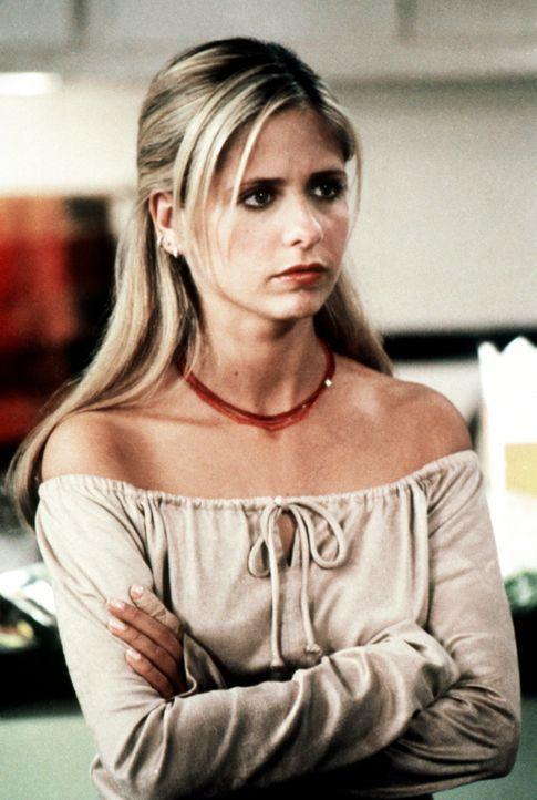 Buffy (Sarah Michelle Gellar) hofft, dass ihr Thanksgiving-Essen, zu dem all ihre Freunde kommen, auch gelingen wird. - Bildquelle: TM +   2000 Twentieth Century Fox Film Corporation. All Rights Reserved.