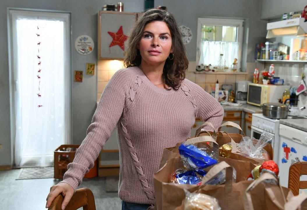 Wird Elke (Anne Brendler) von ihrer Familie zu Weihnachten enttäuscht? - Bildquelle: Claudius Pflug SAT.1/Claudius Pflug