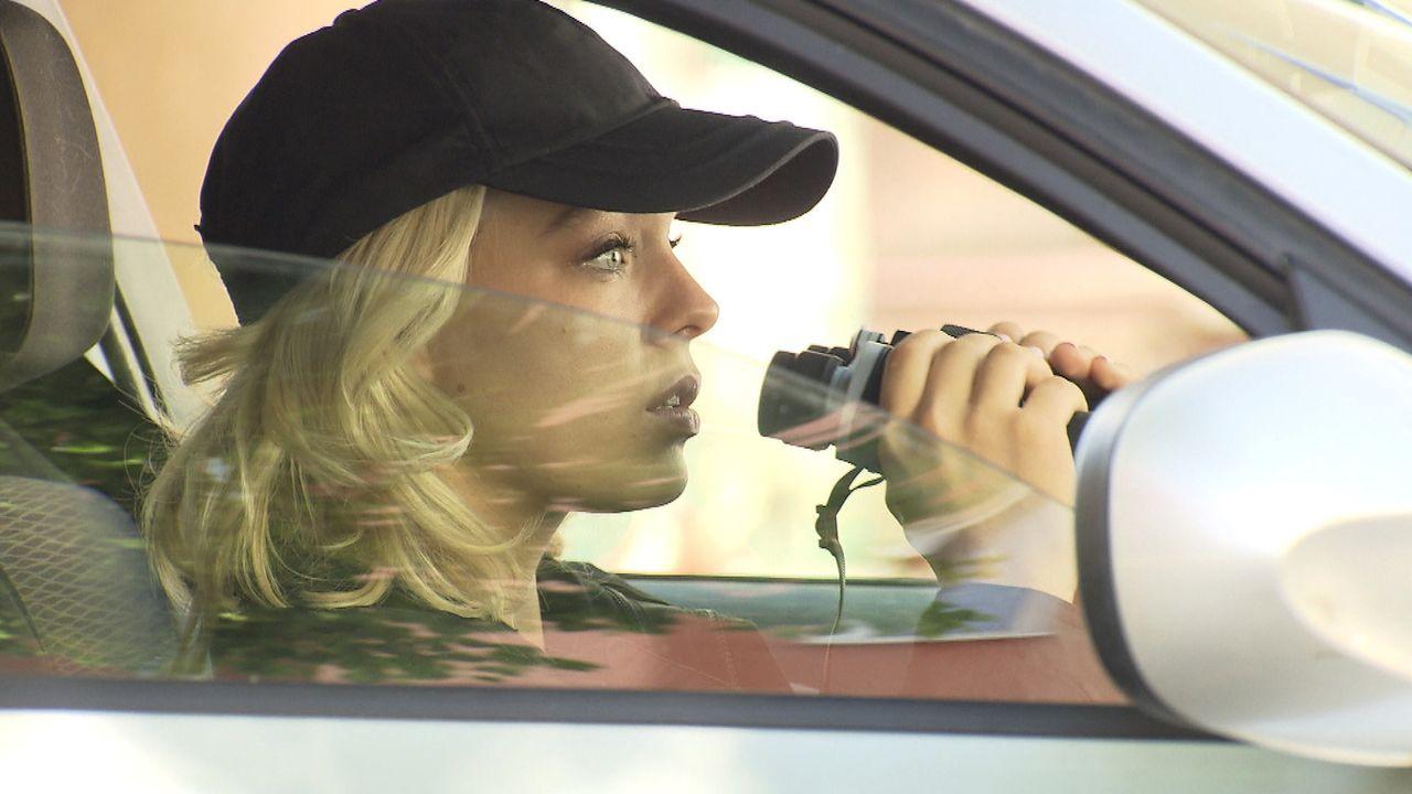 Nachdem Jenny beobachtet hat, wie ihr Nachbar seine Freundin umgebracht hat, ermittelt sie auf eigene Faust ...