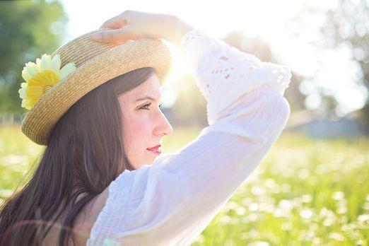 pretty-woman-1509959_1920