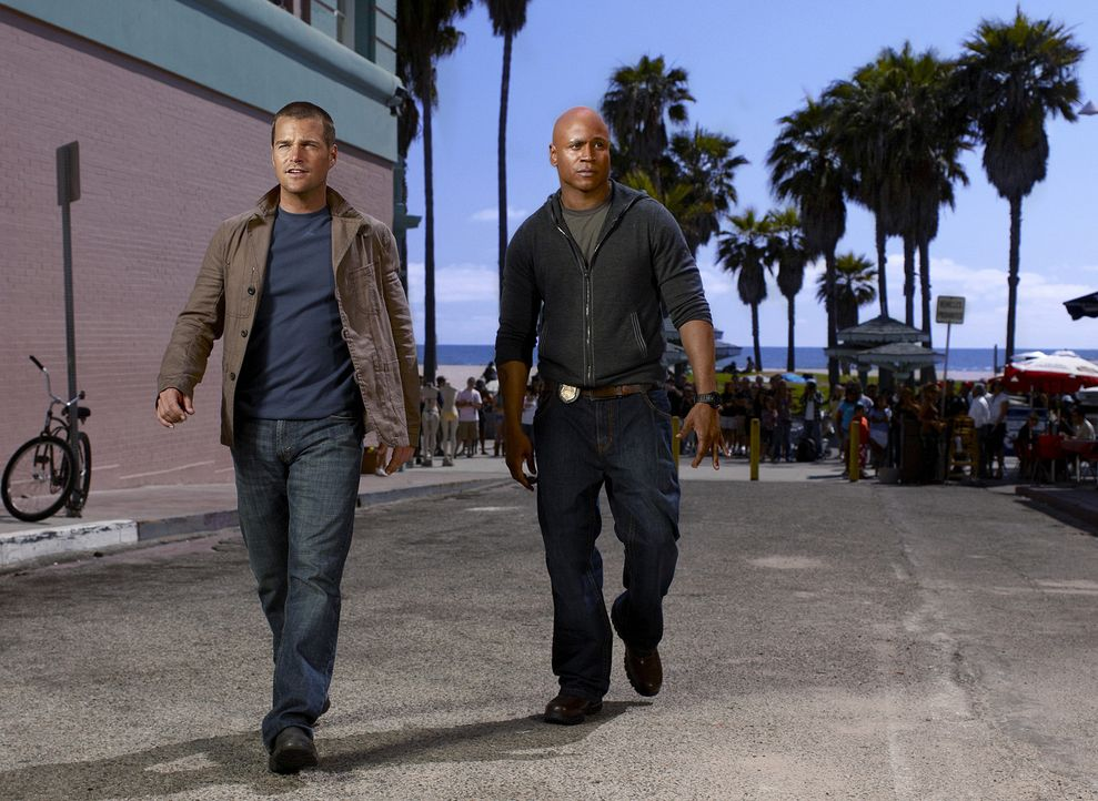 (1. Staffel) - Ermitteln in einer Undercovereinheit des Navy CIS: Special Agent G. Callen (Chris O'Donnell, l.) und Special Agent Sam Hanna (LL Cool... - Bildquelle: CBS Studios Inc. All Rights Reserved.