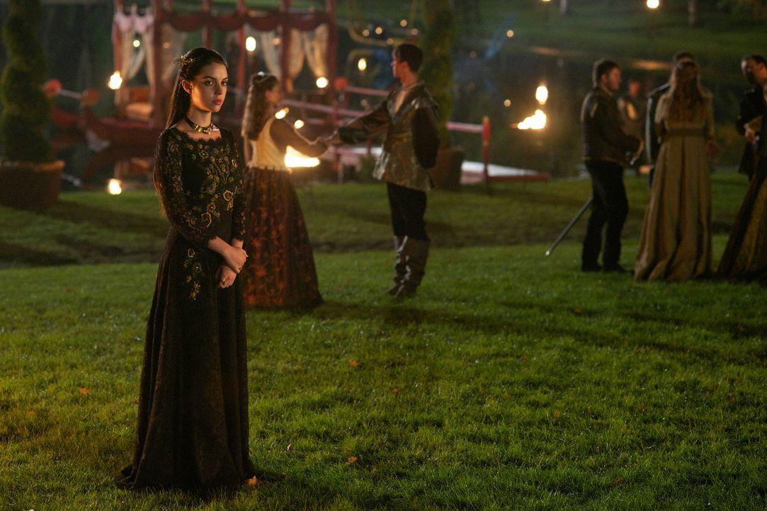 Enttäuscht von ihrem Mann sucht Mary (Adelaide Kane) Rat bei jemand anderem ... - Bildquelle: Sven Frenzel 2014 The CW Network, LLC. All rights reserved.