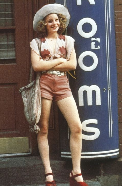 """Die minderjährige Prostituierte Iris (Jodie Foster) sucht in den Straßen von New York nach neuen """"Kunden"""" ... - Bildquelle: Columbia Pictures"""