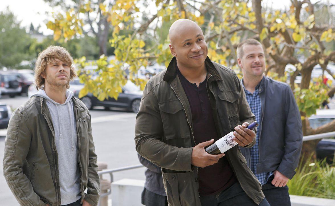 Ein dubioser Weinhändler gerät ins Visier des NCIS-L.A.-Teams: Deeks (Eric Christian Olsen, l.), Sam (LL Cool J, M.) und Callen (Chris O'Donnell, r.... - Bildquelle: CBS Studios Inc. All Rights Reserved.