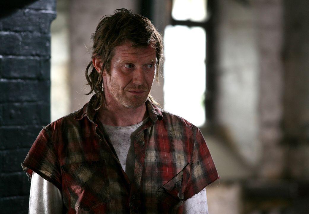 Während Connor ein Gerät entwickelt hat, mit dem er ermitteln kann, in welches Jahr eine Anomalie führt, kommt der tot geglaubte Danny (Jason Fle... - Bildquelle: ITV Plc
