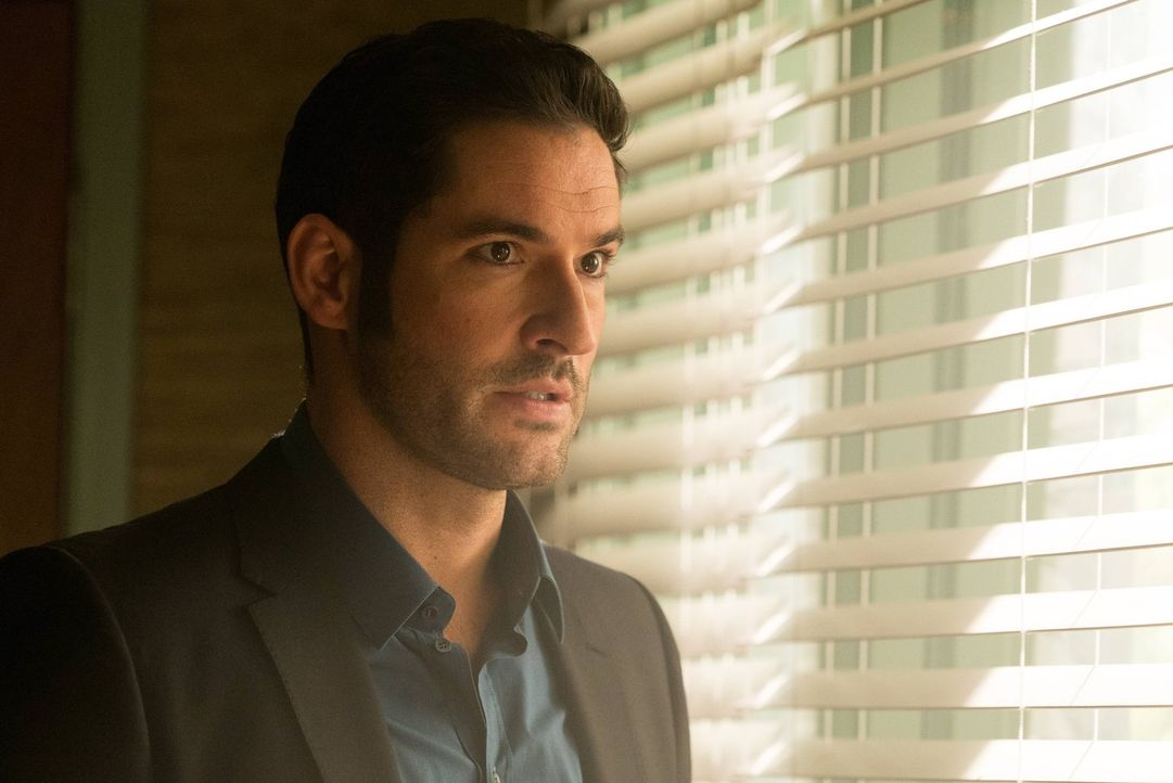 Nachdem Lucifer (Tom Ellis) von seinem Vater erfahren hat, dass seine Mutter, welche er jahrelang in der Hölle gefangengehalten hatte, entflohen ist... - Bildquelle: 2016 Warner Brothers