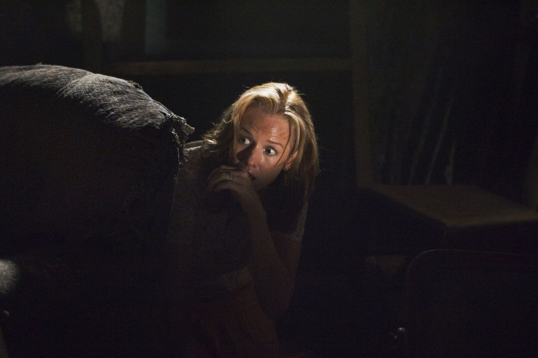 Viel zu spät erkennt Denise (Penelope Ann Miller), dass sie ihrer Tochter hätte Glauben schenken sollen ... - Bildquelle: 2005 GHP-3 SCARECROW, LLC.