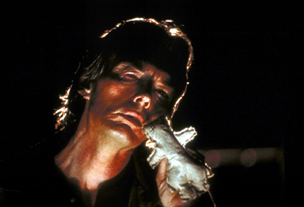 Oral Peattie (Billy Drago) kann mit seiner selbstgebastelten Voodoo-Puppe schreckliche Dinge auslösen ... - Bildquelle: TM +   2000 Twentieth Century Fox Film Corporation. All Rights Reserved.