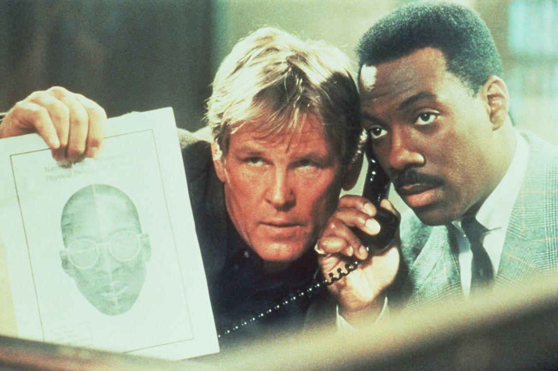 Wieder einmal müssen der weiße Cop Jack Cates (Nick Nolte, l.) und der schwarze Nobel-Gauner Reggie Hammond (Eddie Murphy, r.) für 48 Stunden zusamm... - Bildquelle: Paramount Pictures