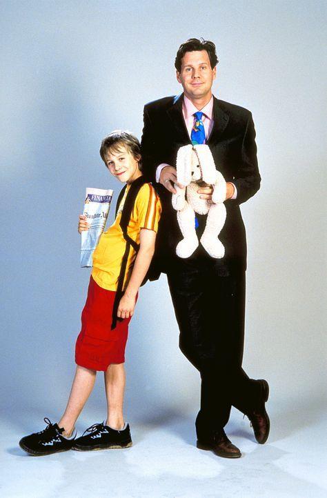 Als ein Kobold Vater (Thomas Heinze) und Sohn (Max Felder) in den jeweils anderen Körper steckt, erleben die beiden ereignisreiche Tage ... - Bildquelle: Rolf von der Heydt ProSieben