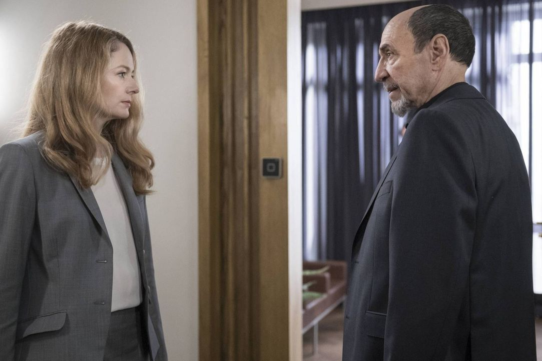Wird es Allison (Miranda Otto, l.) gelingen, ihr hinterhältiges Spiel zu Ende zu bringen? Als Saul und Dar Adal (F. Murray Abraham, r.) aneinanderge... - Bildquelle: Stephan Rabold 2015 Showtime Networks, Inc., a CBS Company. All rights reserved.