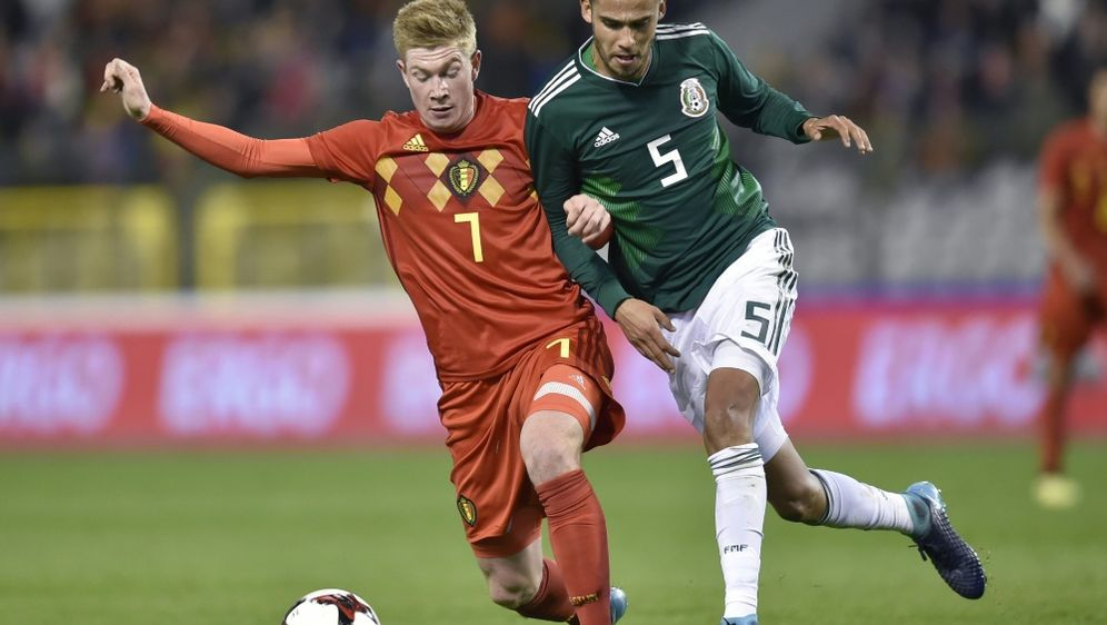 Reyes (r.) wird die WM mit Mexiko verpassen - Bildquelle: AFPSIDJOHN THYS