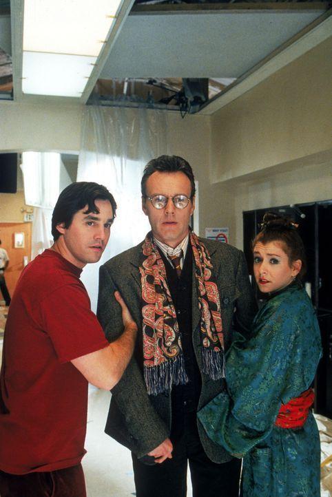 (V.l.n.r.) Xander (Nicholas Brendon), Mr. Giles (Anthony Stewart Head) und Willow (Alyso Hannigan) werden mit ihren schlimmsten Alpträumen konfronti... - Bildquelle: TM +   2000 Twentieth Century Fox Film Corporation. All Rights Reserved.