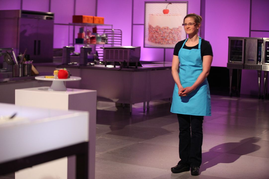 Für die erste Challenge hat Abbi Courtemance eine Torte in Form eines Buches, in dem das goldene Ticket liegt, kreiert. Wird diese Idee der Jury gef... - Bildquelle: 2016,Television Food Network, G.P. All Rights Reserved