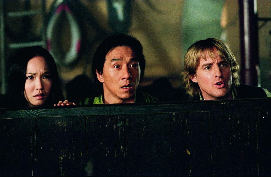Auf der Suche nach den Mördern seines Vaters verschlägt es Wang (Jackie Chan, M.) und Roy (Owen Wilson, r.) ins viktorianische London, wo sie auf... - Bildquelle: 2002 Touchstone Pictures and Spyglass Entertainment Group, L.P.