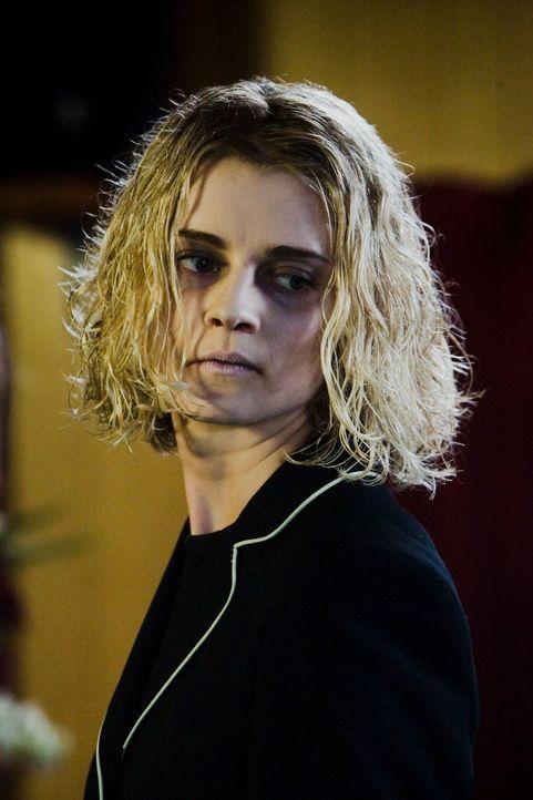 Monatelang pflegt die attraktive Krankenschwester Claire Wells (Eliza Norbury) die schwer entstellte Vanessa. Doch dann beginnt sie mit deren Eheman... - Bildquelle: (2007) BY MTV FILMS AND PARAMOUNT PICTURES. ALL RIGHTS RESERVED.