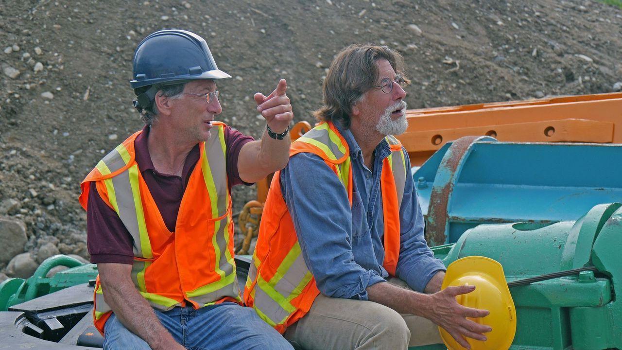 Die Suche nach Antworten geht weiter:  Die Schatzsucher Rick (r.) und Marty Lagina (l.) kehren zurück auf die Insel, um einen Beweis dafür zu finden... - Bildquelle: 2016 A&E Television Networks, LLC. All Rights Reserved