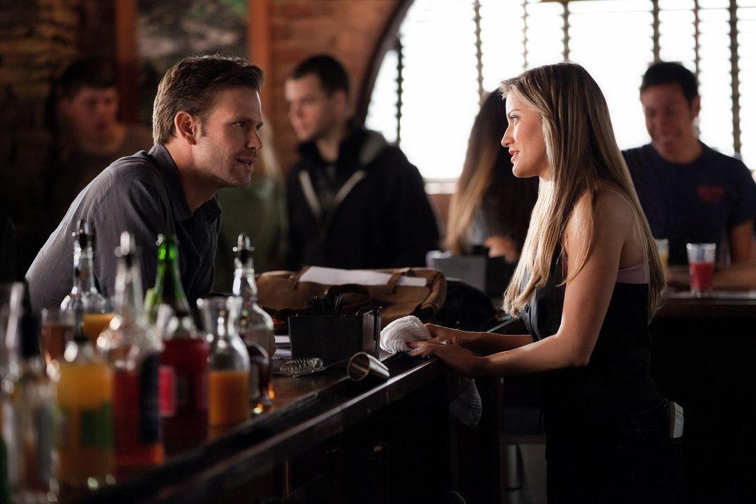 Noch ahnt Rebbekah (Claire Holt, r.) nicht, was Klaus' (Joseph Morgan, l.) wahre Absicht ist ... - Bildquelle: Warner Brothers