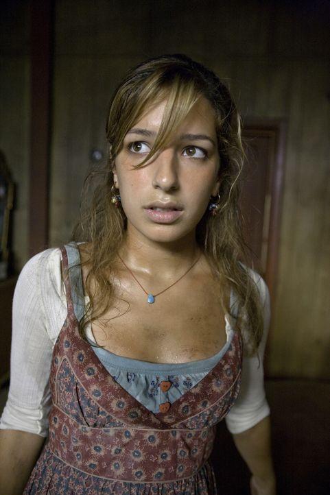 In der Wüste hat sich Leni Hayes (Vanessa Lengies) vor ihren Verfolgern versteckt. Kann Mick sie noch rechtzeitig retten? - Bildquelle: Warner Brothers