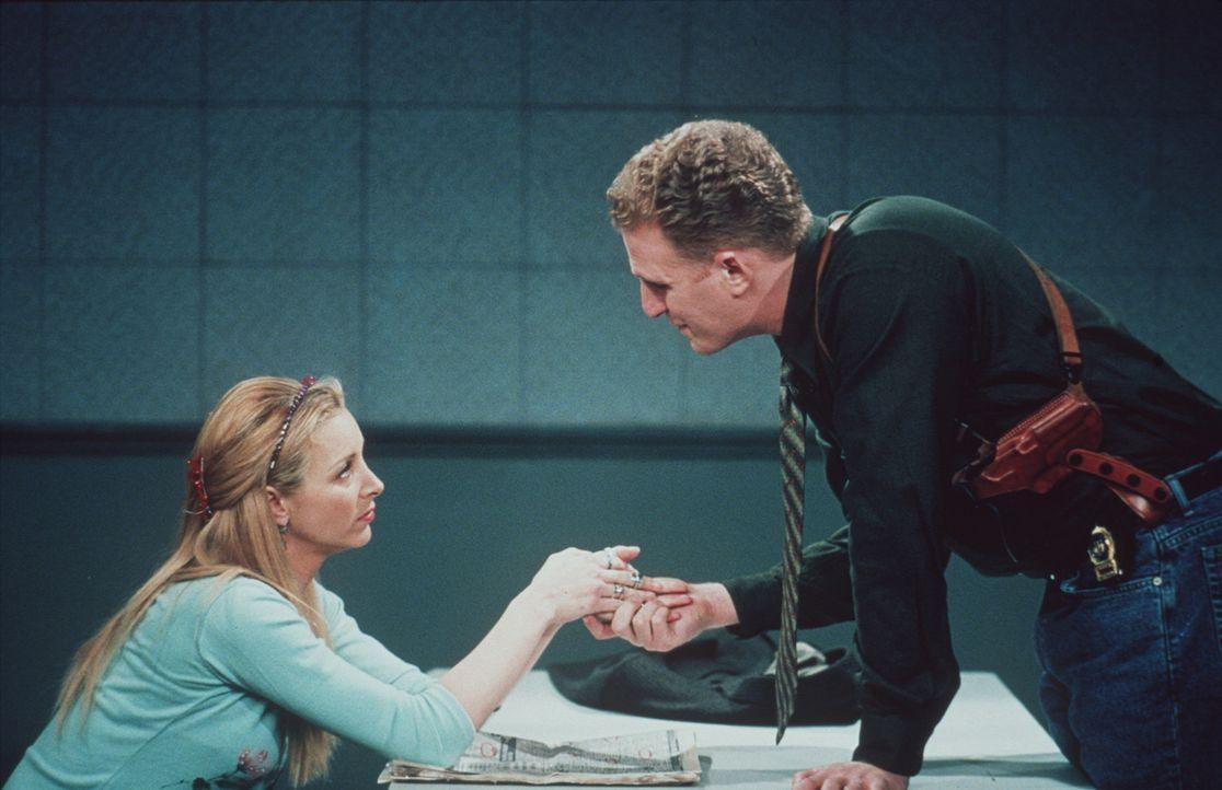 Gary (Michael Rapaport, r.) versteht nicht, warum Phoebe (Lisa Kudrow, l.) nicht mit ihm zusammenleben will. - Bildquelle: TM+  2000 WARNER BROS.