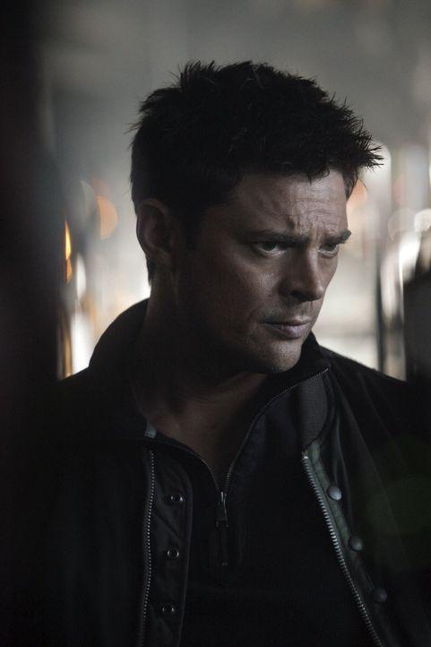 Ein Psychopath scheint mit Kennex (Karl Urban) noch eine Rechnung offen zu haben ... - Bildquelle: Warner Bros. Television