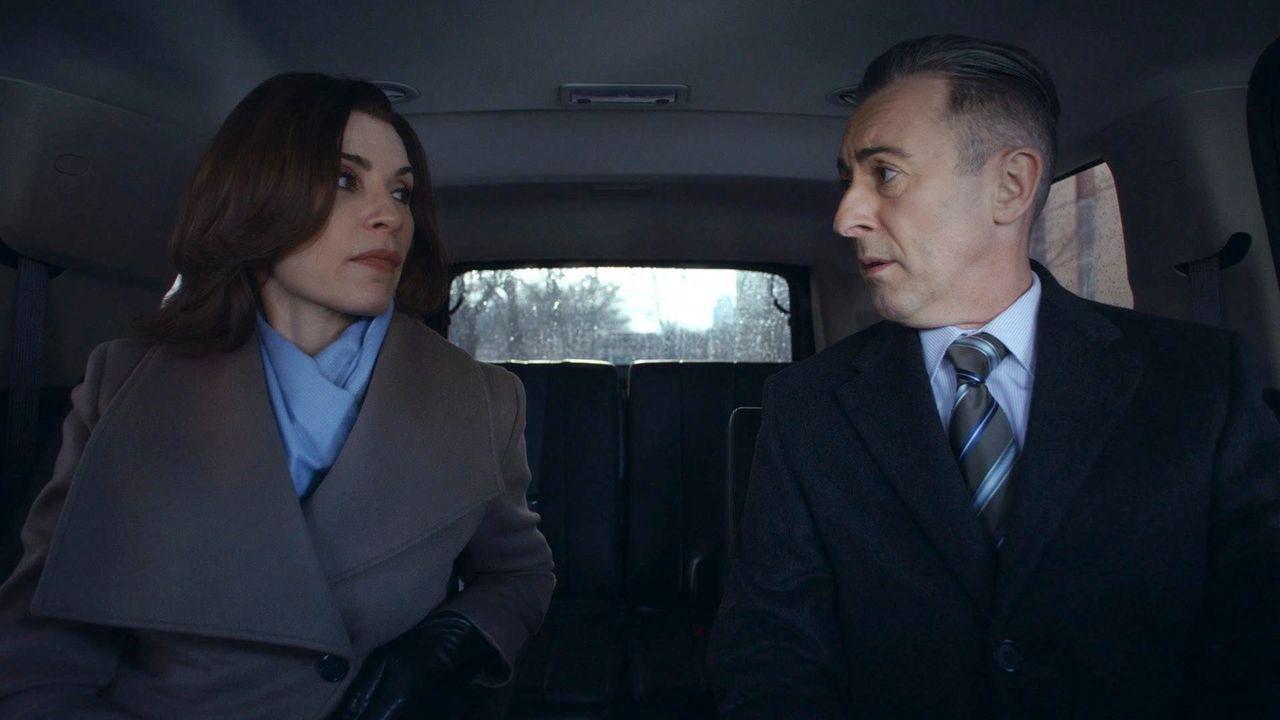 Krisengespräch: Alicia (Julianna Margulies, l.) und Eli (Alan Cumming, r.) ... - Bildquelle: 2014 CBS Broadcasting, Inc. All Rights Reserved
