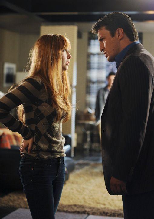 Castle (Nathan Fillion, r.) befürchtet, dass seine spezielle Verbindung mit Alexis (Molly C. Quinn, l.) gefährdet ist ... - Bildquelle: 2010 American Broadcasting Companies, Inc. All rights reserved.