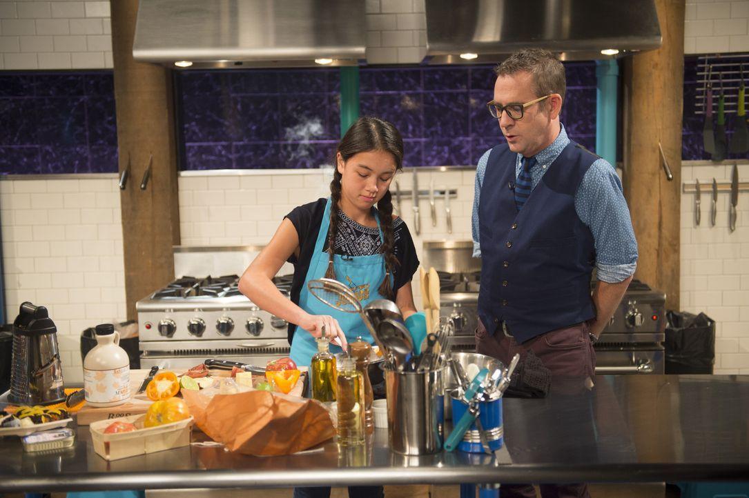 Die junge Kalifornierin Alexis (l.) liebt frisches und schnelles Essen. Wird sie mit ihren Kochkünsten die Feinschmecker-Jury im Hauptgang überzeuge... - Bildquelle: Scott Gries 2015, Television Food Network, G.P. All Rights Reserved