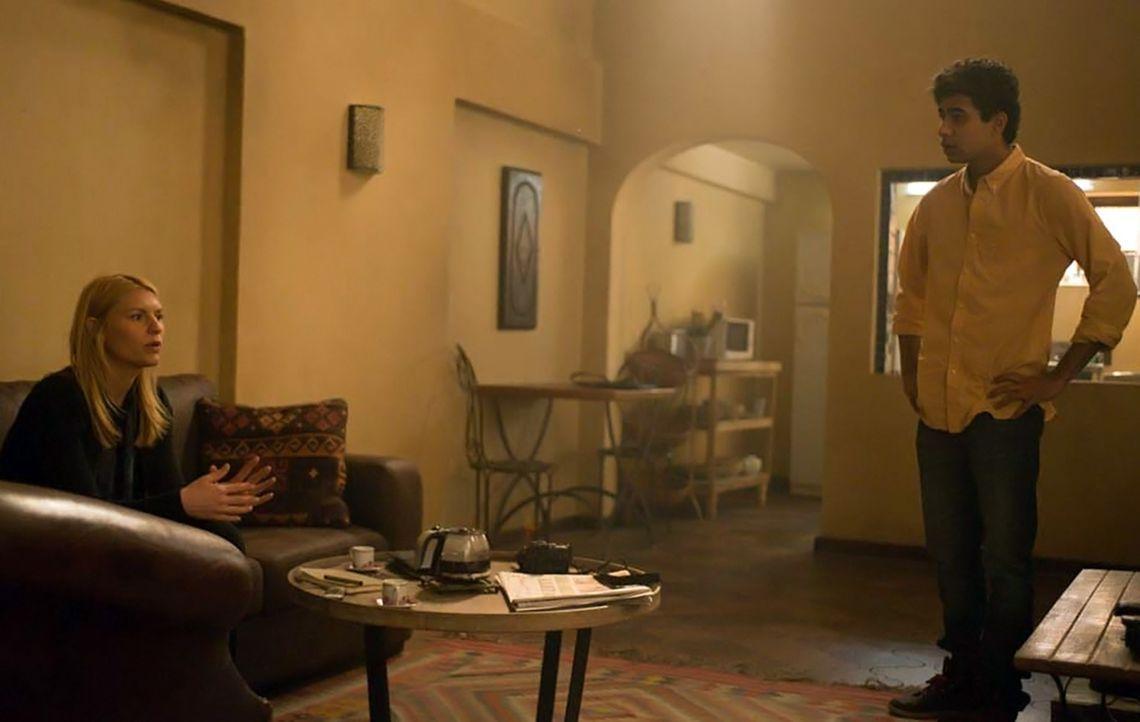 Carrie (Claire Danes, l.) versucht weiterhin die Bestätigung von Aayan (Suraj Sharma, r.) zu bekommen, dass der für tot gehaltene Haqqani noch lebt.... - Bildquelle: Homeland   2014 Twentieth Century Fox Film Corporation