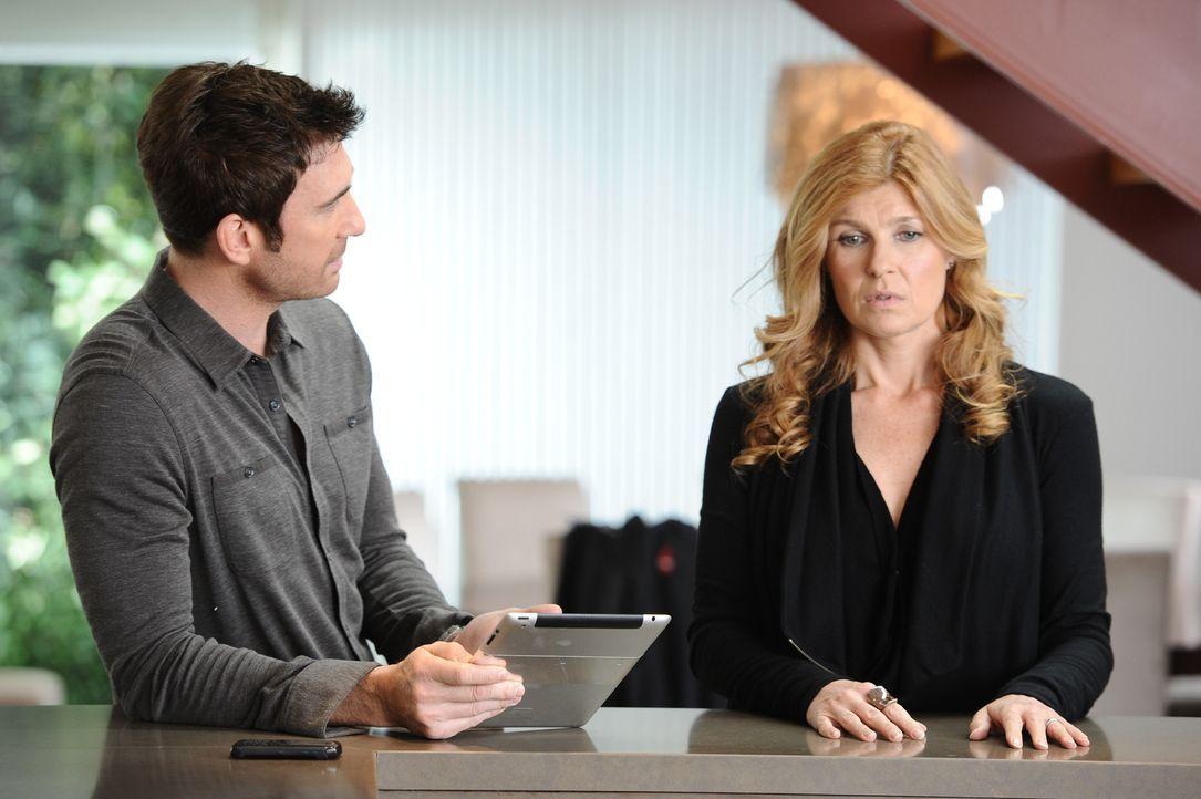 Vor neun Monaten: Vivien (Connie Britton, r.) macht Ben (Dylan McDermott, l.) klar, dass sie für einen Neuanfang nicht bereit ist ... - Bildquelle: 2011 Twentieth Century Fox Film Corporation. All rights reserved.