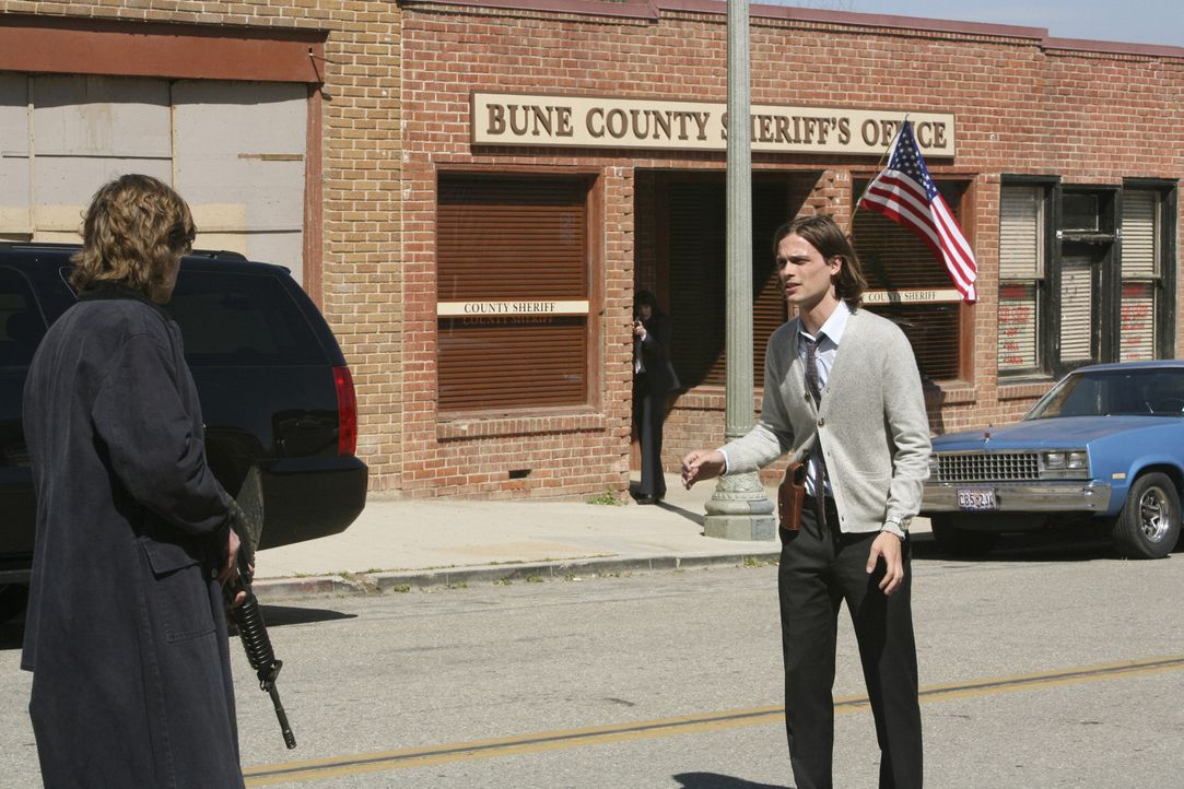 Reid (Matthew Gray Gubler, r.) kann sich in die Psyche von Owen Savage (Cody Kasch, l.) hinein versetzen und ahnt seine Schritte voraus und verhinde... - Bildquelle: Touchstone Television