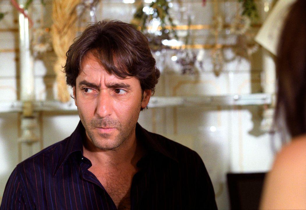 Hat Mitinhaber Francesco (Dieter Landuris) etwas mit dem Mord an Osteria-Besitzer Flavio Lucenzo zu tun? - Bildquelle: Christian A. Rieger Sat.1
