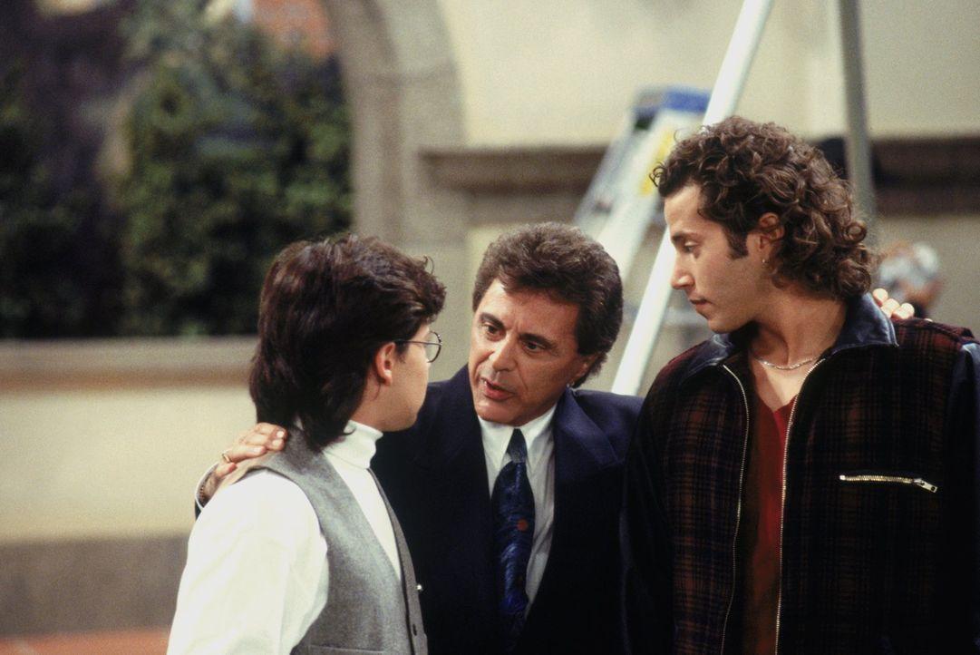 D.J. steht plötzlich zwischen Nelson (Jason Marsden, l.) und Viper (David Lipper, r.). Kann Frankie Vallie (Frankie Vallie, M.) dabei helfen, sich z... - Bildquelle: Warner Brothers Inc.
