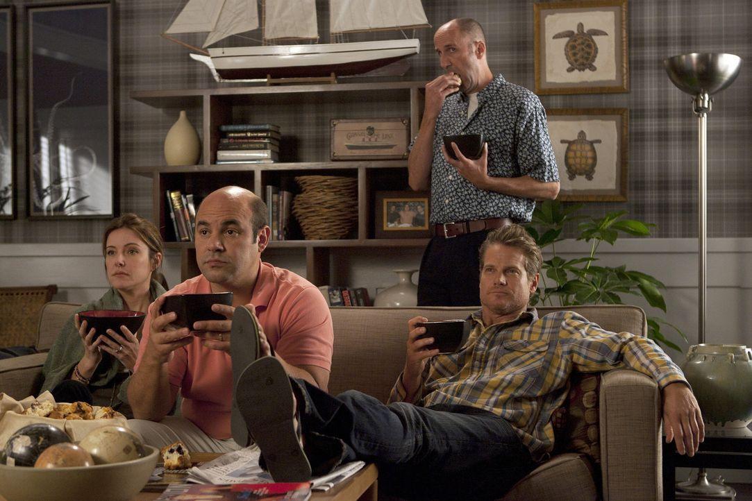 Hängen seit neuerdings bei Grayson rum: Ellie (Christa Miller, l.) Andy (Ian Gomez, M.), Bobby (Brian Van Holt, r.) und Tom (Bob Clendenin, hinten)... - Bildquelle: 2010 ABC INC.