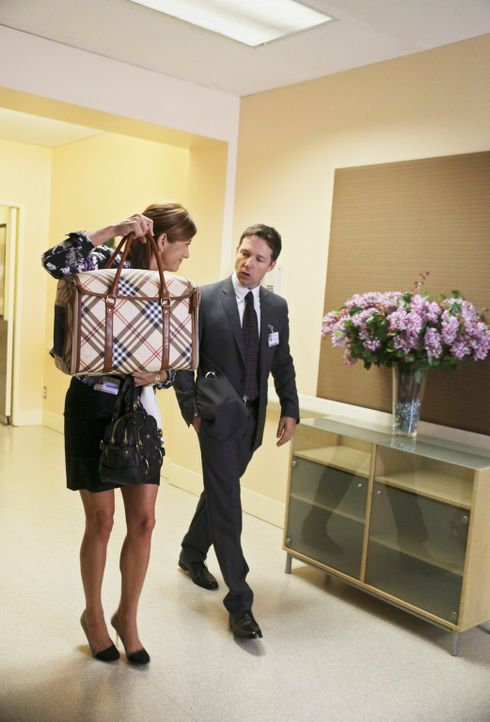 Addison (Kate Walsh, l.) will ihre Patientin Lillie im Hospiz besuchen und hat auch deren Katze mitgebracht. Bevor sie ins Patientenzimmer kommt, wi... - Bildquelle: ABC Studios
