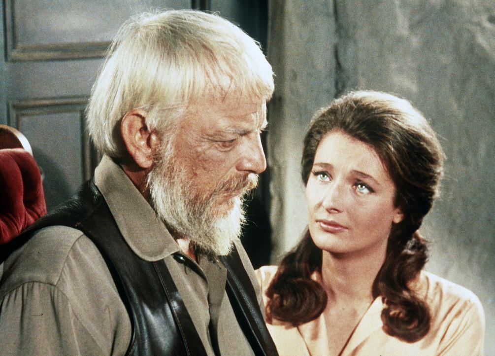 Nur auf seine Tochter Mary (Diana Muldaur, r.) kann der alte Claude Roman (Denver Pyle, l.) noch zählen. - Bildquelle: Paramount Pictures