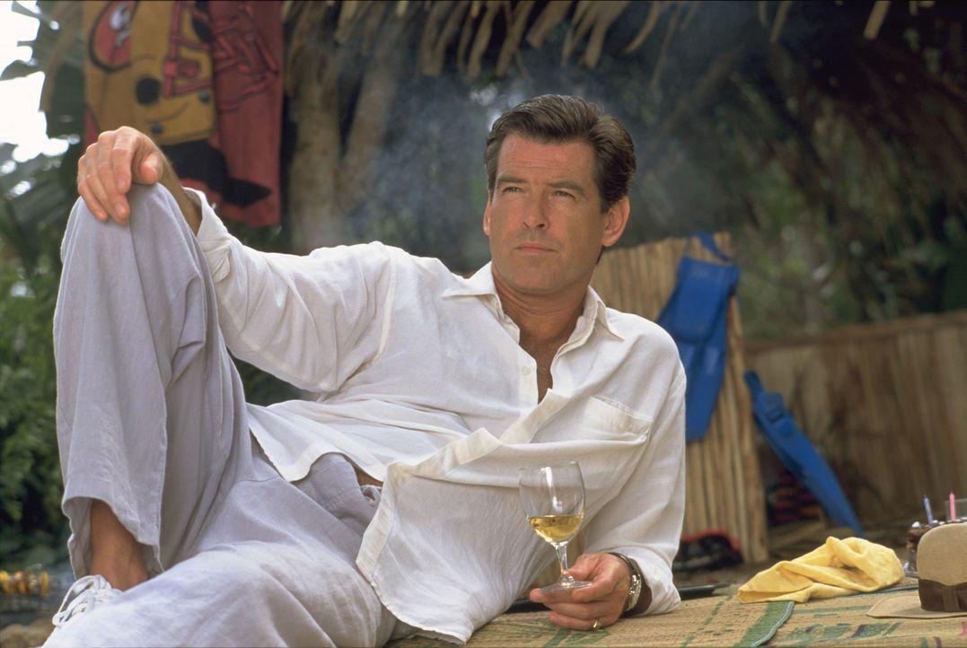 Als Unruhestifter und Ränkeschmied wird der britische Spion Andrew Osnard (Pierce Brosnan) von seiner Behörde nach Panama abgeschoben. Aber auch dor... - Bildquelle: 2003 Sony Pictures Television International.