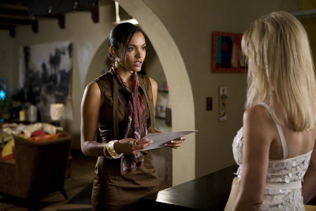 Rileys (Jessica Lucas, l.) Affäre mit Ben hat noch nicht einmal richtig angefangen und bringt aber schon jetzt viel Ärger mit Amanda (Heather Lock... - Bildquelle: 2009 The CW Network, LLC. All rights reserved.