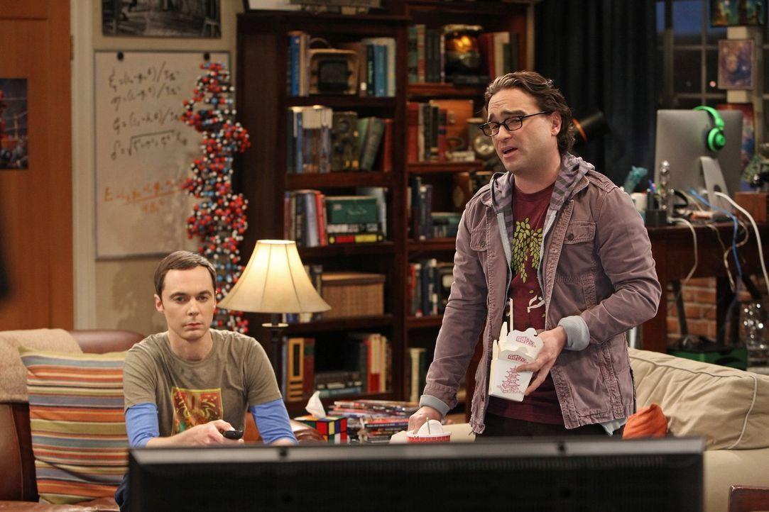 """Während Leonard (Johnny Galecki, r.) alles versucht, um Penny seine Begeisterung für """"Buffy die Vampirjägerin"""" nahezubringen, gerät Sheldon (Jim Par... - Bildquelle: Warner Bros. Television"""