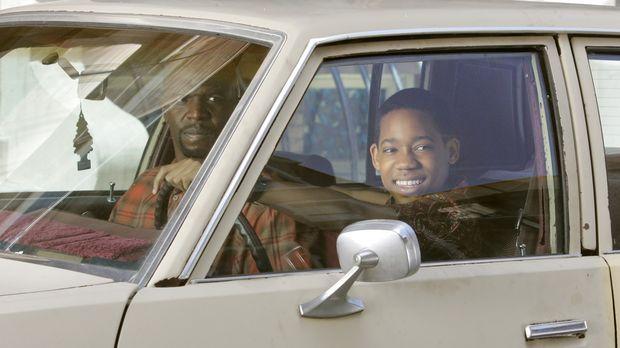 Nachdem sich Julius (Terry Crews, l.) davon überzeugt hat, dass Chris (Tyler...