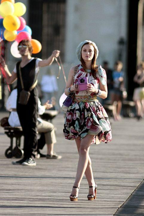 Während Blair (Leighton Meester) sich der Kultur widmet, vergnügt sich Serena mit den Männern, um so die Entscheidung zwischen Nate oder Dan aufzusc... - Bildquelle: Warner Brothers