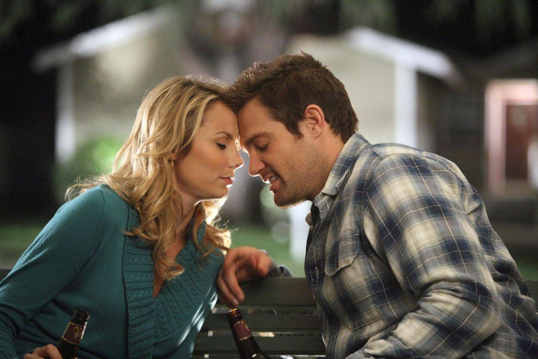 Die Vergangenheit holt Eddie (Geoff Stults, r.) wieder ein. Will er seine Beziehung mit Rory (Stacy Keibler, l.) wieder aufflammen lassen? - Bildquelle: ABC Studios