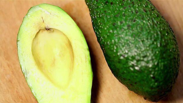 trends video warum die avocado doch nicht so gut ist wie man denkt sat 1. Black Bedroom Furniture Sets. Home Design Ideas